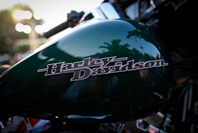 © Reuters. A Harley-Davidson logo is seen on a Street Glide Special motorcycle during its launching ceremony in Mumbai