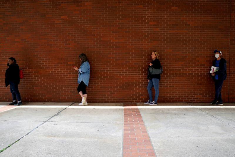 U.S. job openings, hiring point to sluggish labor market recovery