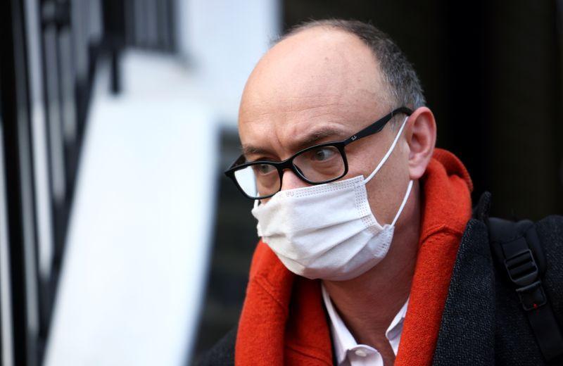 © Reuters. GB: CUMMINGS SUR LE DÉPART, DOWNING STREET EN ÉBULLITION