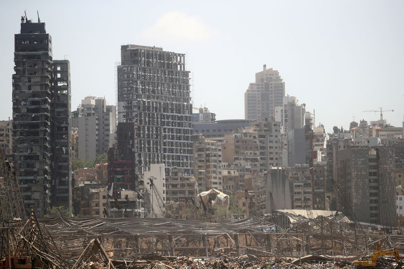 © Reuters. FILE PHOTO: Aftermath of Tuesday's blast in Beirut's port area