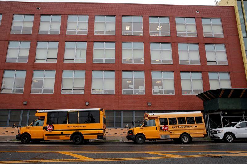 Escolas públicas de Nova York interrompem aulas presenciais por avanço da Covid-19