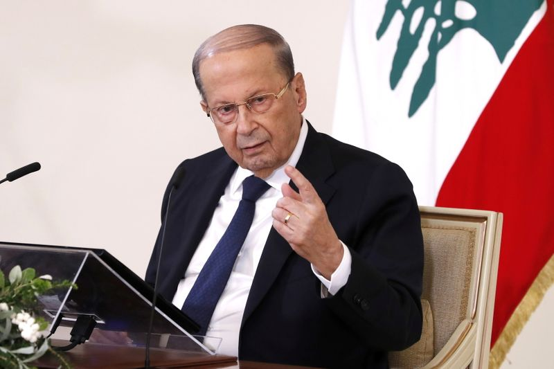 © Reuters.  Lebanon's President Michel Aoun speaks during a press conference at the Presidential Palace in Baabda