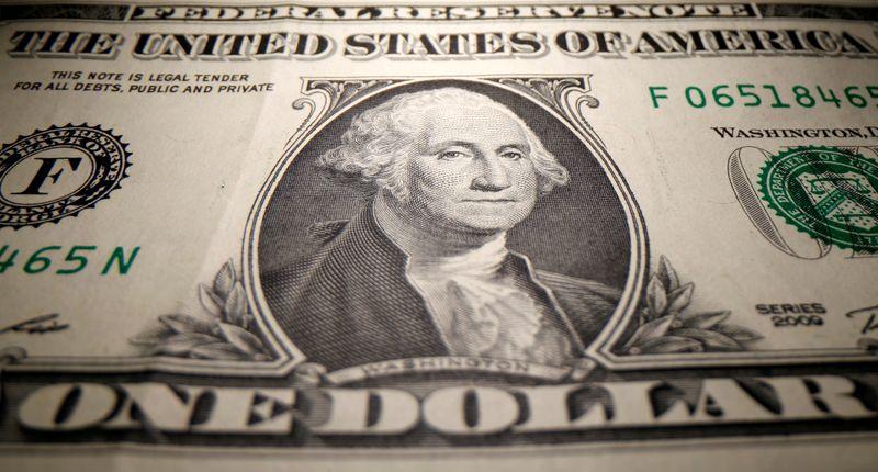 © Reuters. FILE PHOTO: A U.S. Dollar banknote