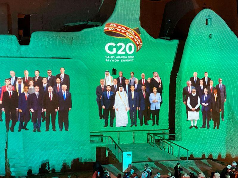 © Reuters. LE G20 SE PENCHE SUR LE PROBLÈME DE L'ENDETTEMENT ET LANCE UN APPEL AUX CRÉANCIERS PRIVÉS