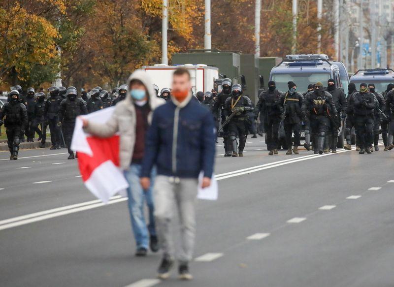 Милиция Белоруссии задержала 345 человек за участие в протестах в воскресенье