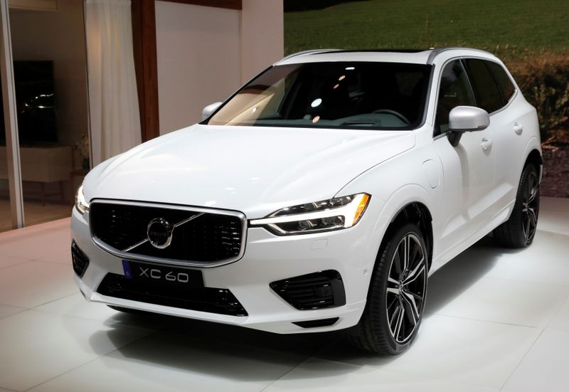 © Reuters. FILE PHOTO: 2018 Volvo XC60 is displayed at the 2017 New York International Auto Show in New York