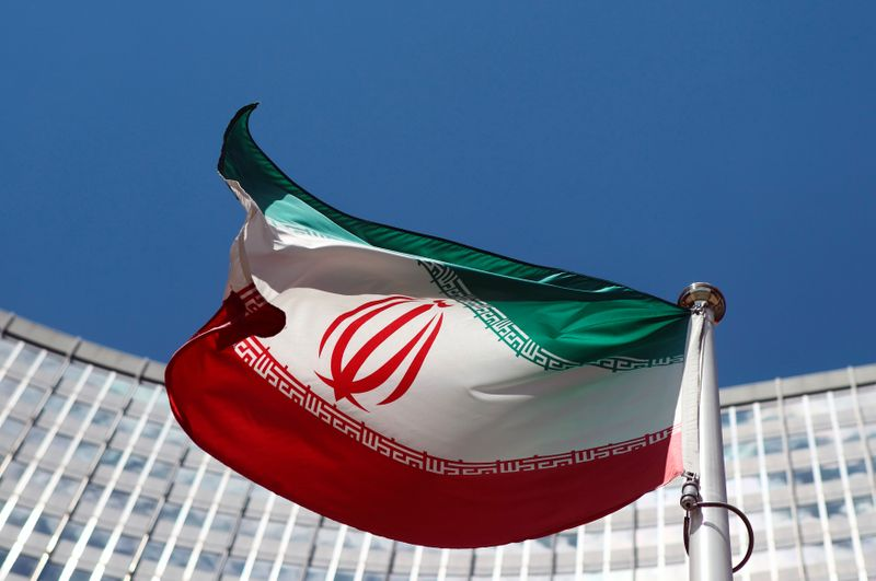 © Reuters. FILE PHOTO: An Iranian flag flutters in front of the UN headquarters in Vienna