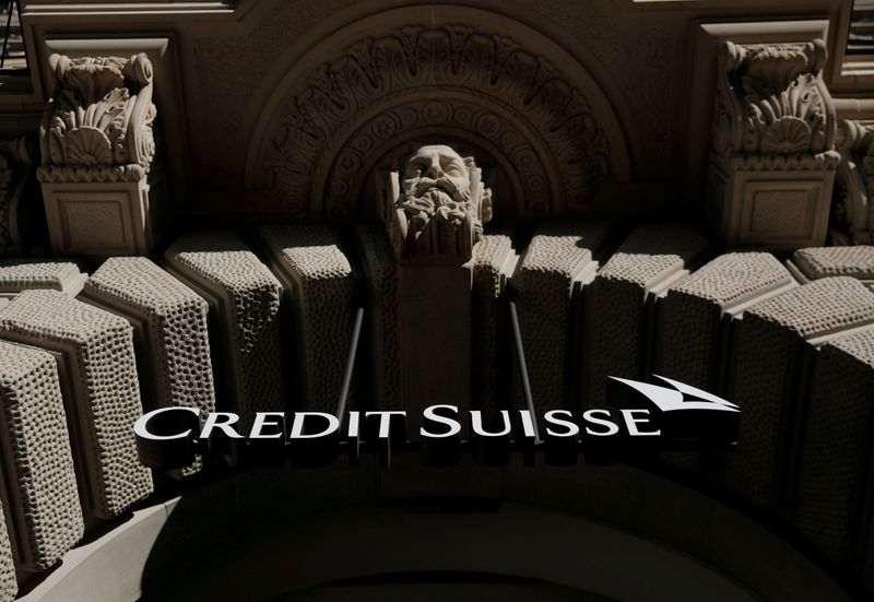 © Reuters. FILE PHOTO: Logo of Swiss bank Credit Suisse is seen Zurich
