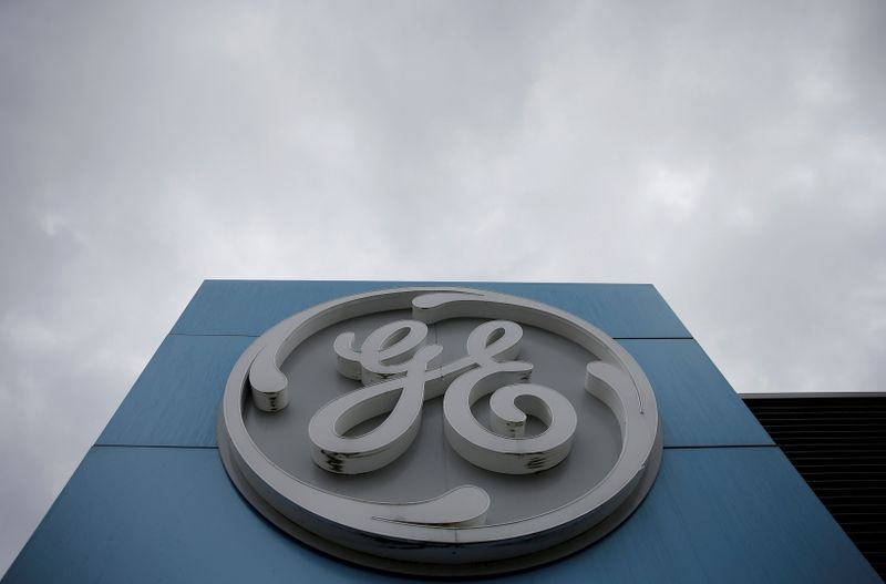 © Reuters. FILE PHOTO: The logo of U.S. conglomerate General Electric is seen on the company building in Belfort