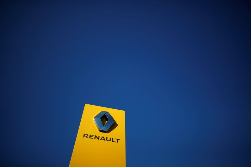 © Reuters. RENAULT PROMET 3.000 EMPLOIS À FLINS, ARRÊT CONFIRMÉ DE L'ASSEMBLAGE