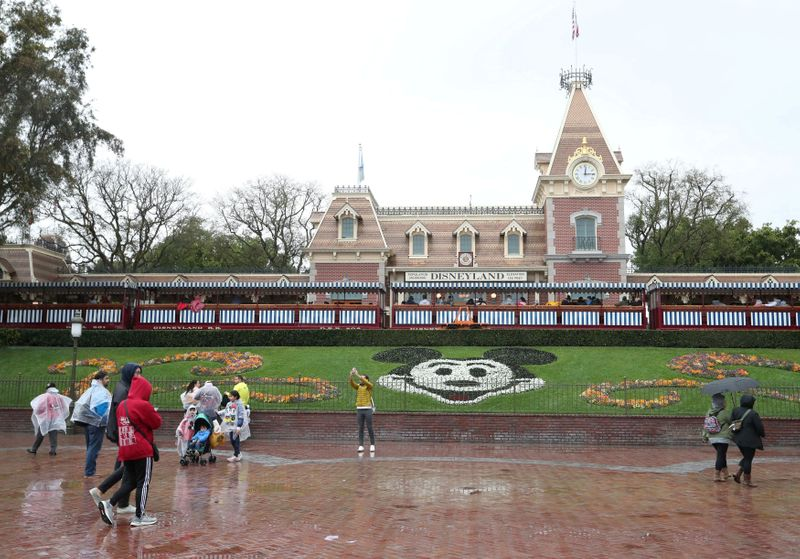 © Reuters. FILE PHOTO: A general view of the entrance of Disneyland theme park in Anaheim