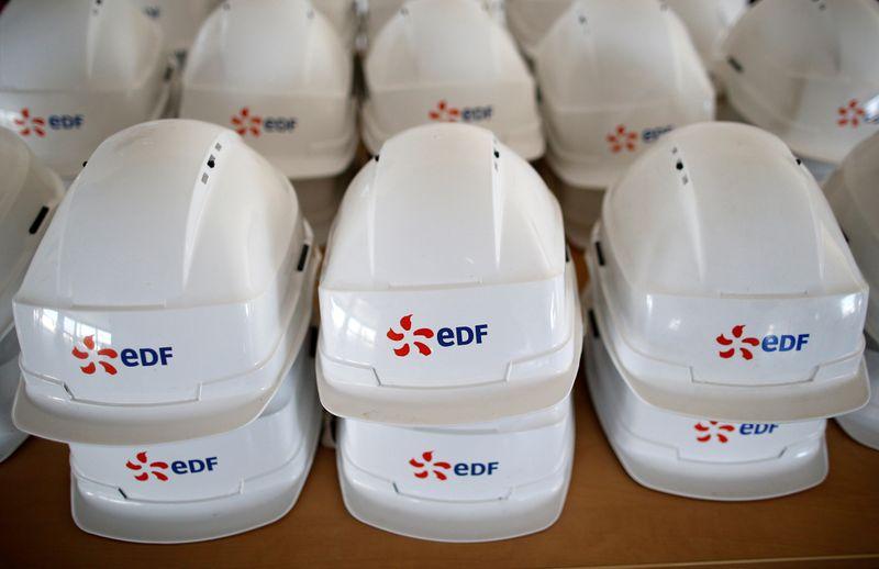 © Reuters. EDF: LA GRÈVE CONTRE LE PROJET HERCULE FREINE LA PRODUCTION NUCLÉAIRE
