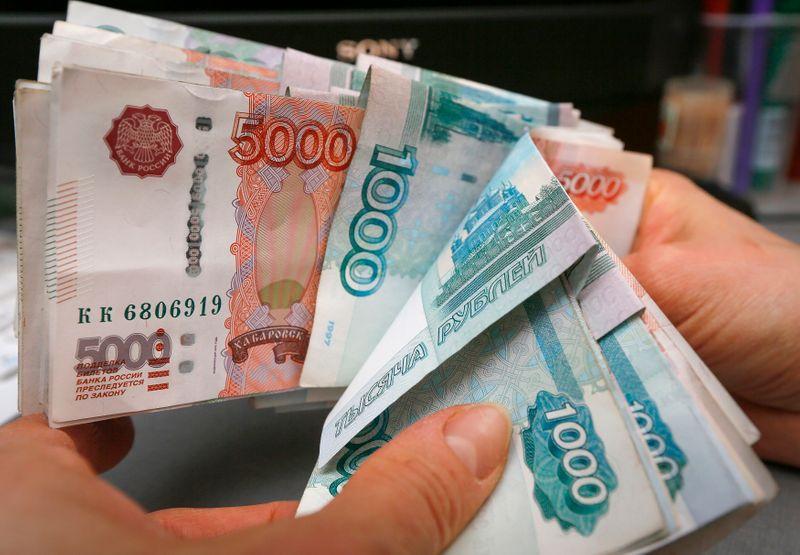 Рубль и рублевые госбумаги были малоподвижны в американский праздник