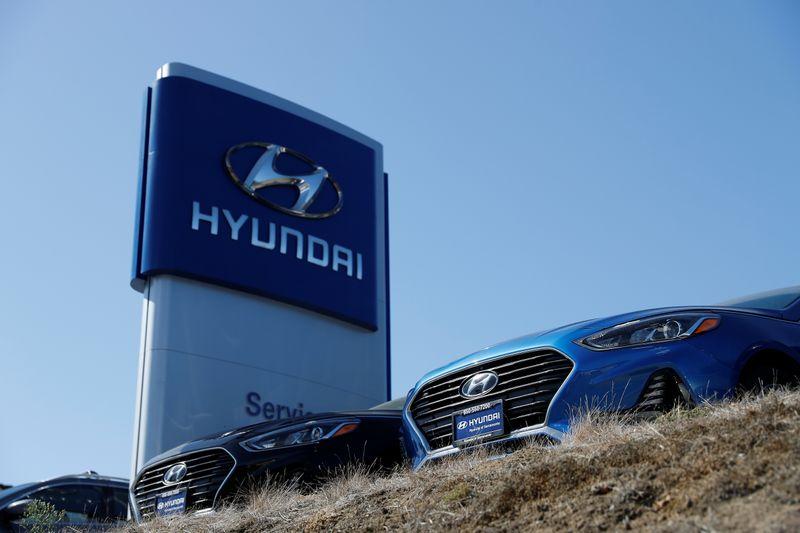 © Reuters. FILE PHOTO: Cars for sale are seen at Hyundai of Serramonte in Colma, California