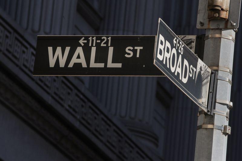 © Reuters. WALL STREET TERMINE EN HAUSSE