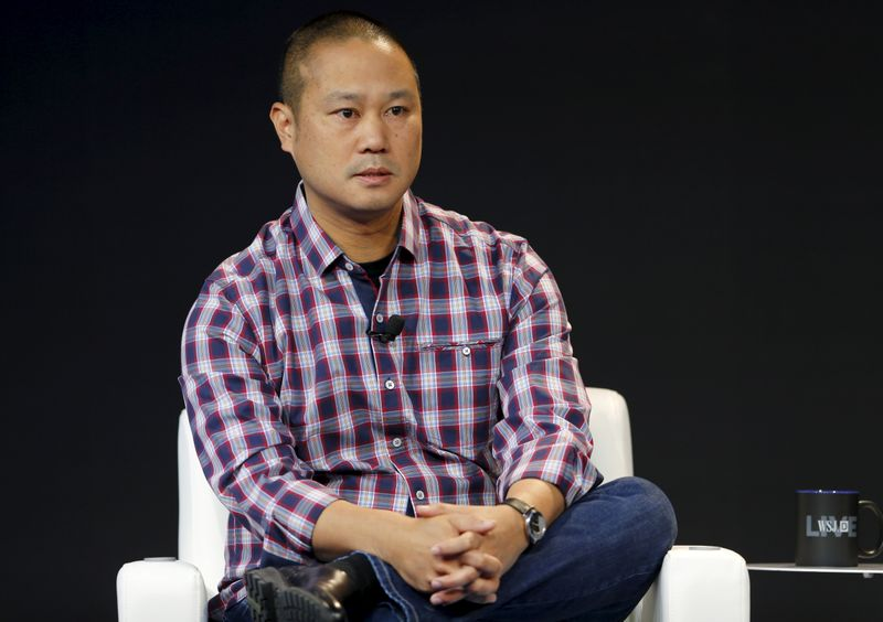 © Reuters. Tony Hsieh, CEO of Zappos, speaks during the Wall Street Journal Digital Live (WSJDLive) conference at the Montage hotel in Laguna Beach, California