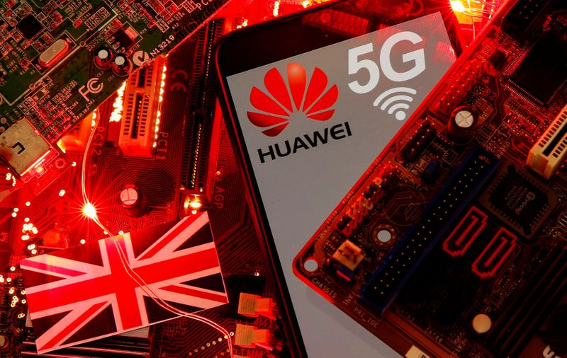 © Reuters. FILE PHOTO: The British flag and a smartphone with a Huawei and 5G network logo are seen on a PC motherboard in this illustration