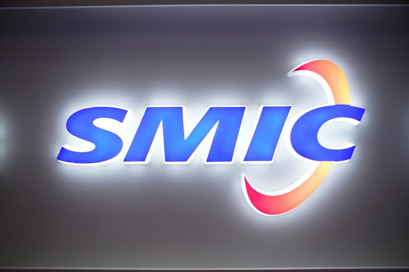 © Reuters. A logo of Semiconductor Manufacturing International Corporation (SMIC) is seen at China International Semiconductor Expo (IC China 2020) following the coronavirus disease (COVID-19) outbreak in Shanghai