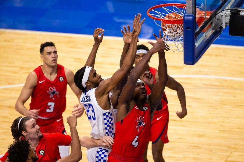 © Reuters. NCAA Basketball: Bluegrass Showcase-Richmond at Kentucky