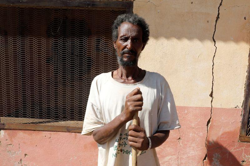 © Reuters. إثيوبي شردته المجاعة ذات يوم يعود للسودان فرارا من الحرب