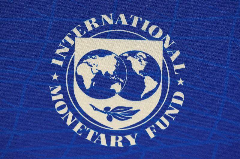 © Reuters. Il logo del Fondo monetario internazionale a Santiago
