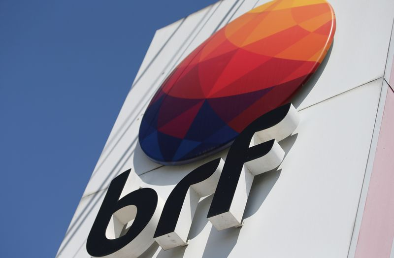 © Reuters. FILE PHOTO: A logo of Brazilian meatpacker BRF SA is seen in the headquarters in Curitiba