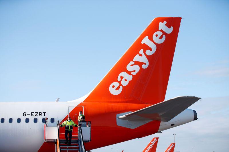 © Reuters. EASYJET N'AUTORISERA PLUS DE GRAND BAGAGE EN CABINE SANS SUPPLÉMENT