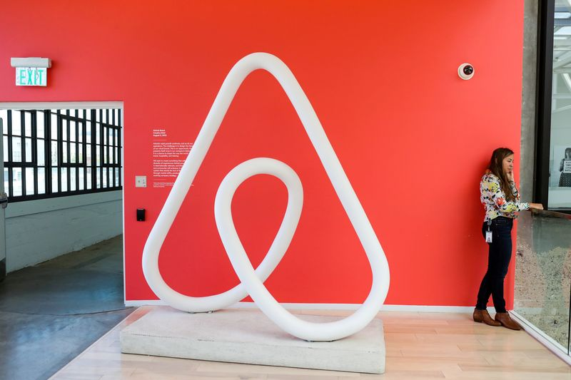 © Reuters. FILE PHOTO: A woman talks on the phone at the Airbnb office headquarters in the SOMA district of San Francisco