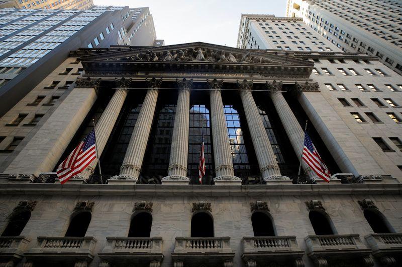 © Reuters. L'ingresso della Borsa di New York