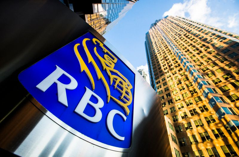 © Reuters. FILE PHOTO: A Royal Bank of Canada logo is seen on Bay Street in the heart of the financial district in Toronto