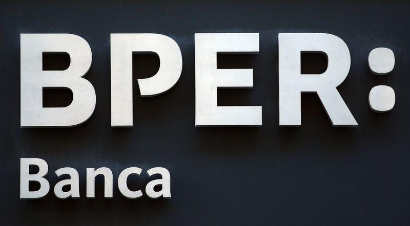 © Reuters. Il logo Bper Banca a Milano
