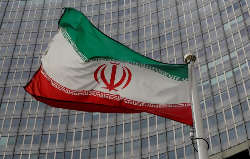 © Reuters. FILE PHOTO: An Iranian flag flutters in front of the IAEA headquarters in Vienna