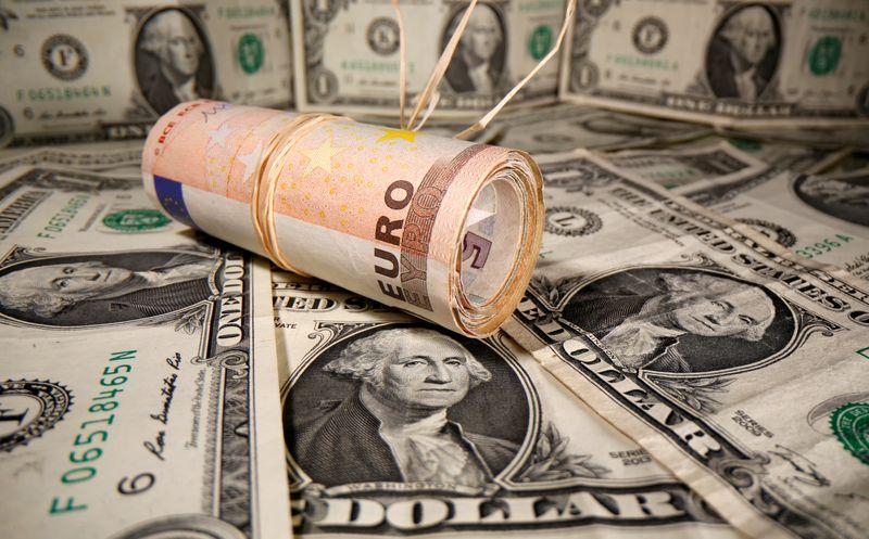 © Reuters. L'EURO ATTEINT 1,21 DOLLAR, AU PLUS HAUT DEPUIS AVRIL 2018