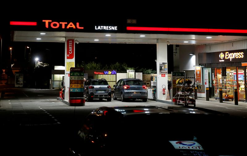 © Reuters. FILE PHOTO: A petrol station of French oil giant Total is pictured in Latresne near Bordeaux