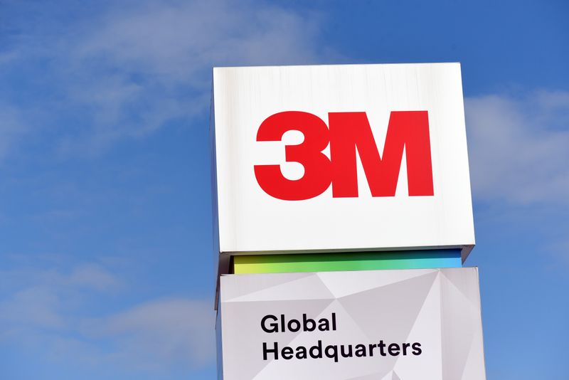 © Reuters. FILE PHOTO: The 3M Global Headquarters in Maplewood, Minnesota