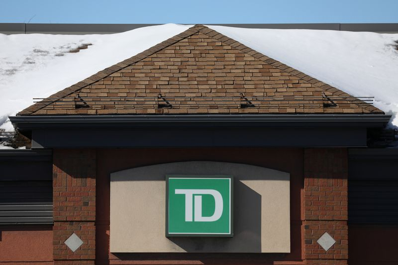 © Reuters. FILE PHOTO: The Toronto-Dominion bank logo is seen outside of a branch in Ottawa
