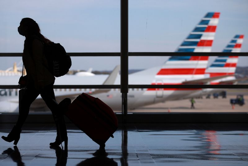 U.S. airlines cut 29,000 workers through mid-October: Transportation Department