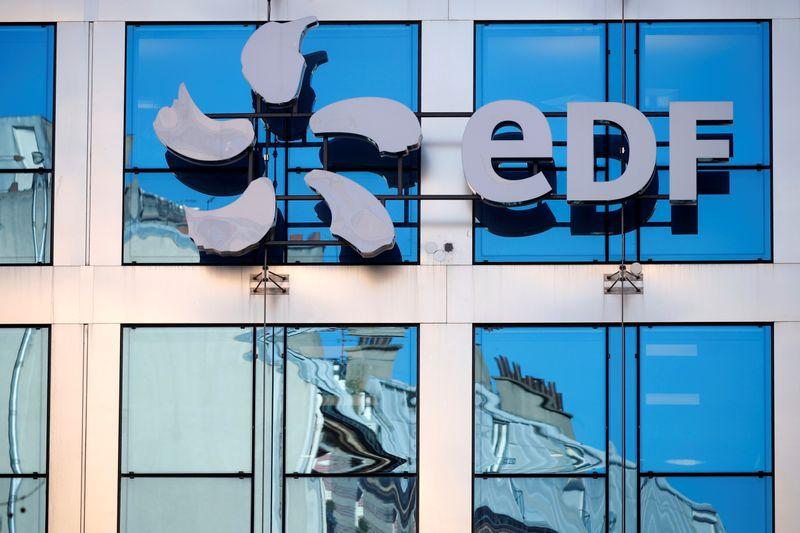 © Reuters. EDF: LES SYNDICATS CONFIRMENT LEUR APPEL À LA GRÈVE LE 10/12