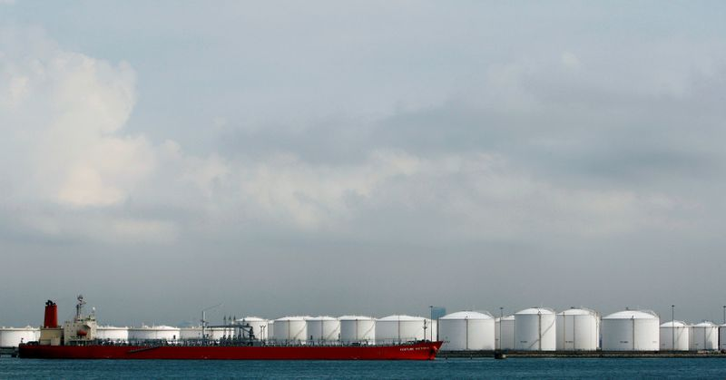 Oil prices rise as producers agree on supply compromise