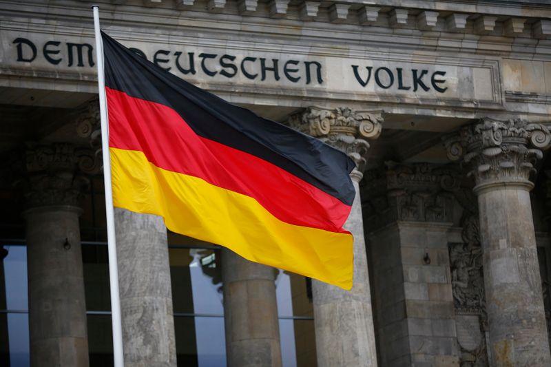 Germania, ordini all'industria oltre attese a ottobre - Reuters News
