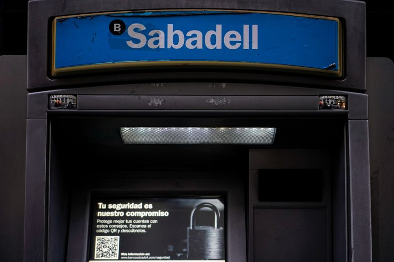 © Reuters. FILE PHOTO: Sabadell bank's logo is seen at an ATM machine outside one of the bank's branches in Madrid