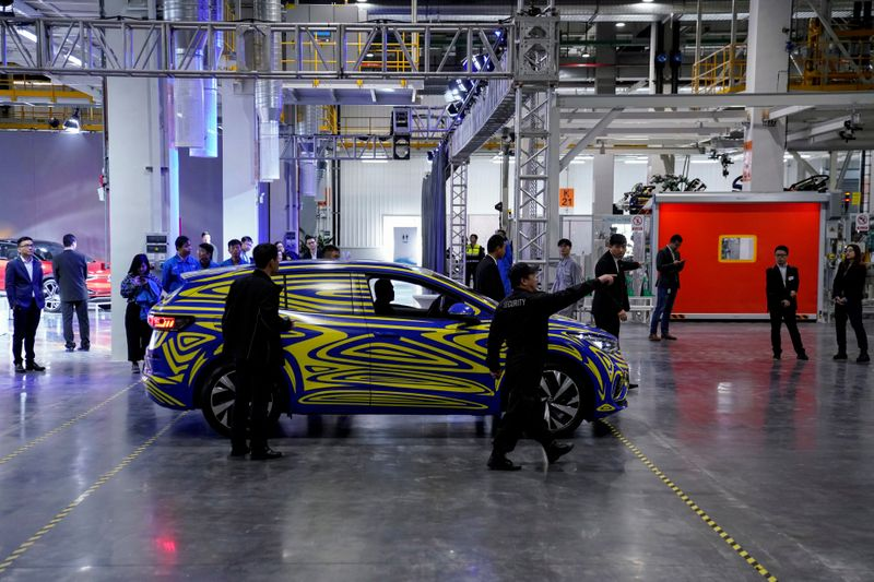 © Reuters. FILE PHOTO: A Volkswagen electric ID car is seen during a construction completion event of SAIC Volkswagen MEB electric vehicle plant in Shanghai