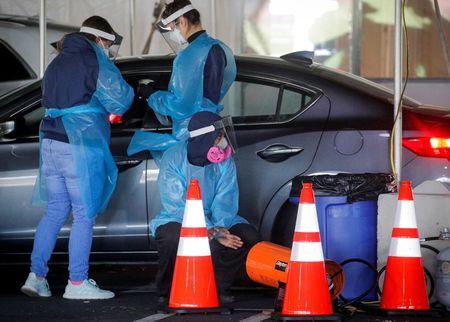 Record U.S. deaths prompt urgent calls for masking,...
