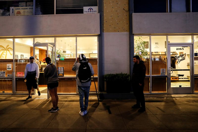 © Reuters. FILE PHOTO: People stand in line outside the Barbary Coast Sunset Cannabis Dispensary prior to the citywide shelter in place order amid the novel coronavirus (COVID-19) outbreak in San Francisco