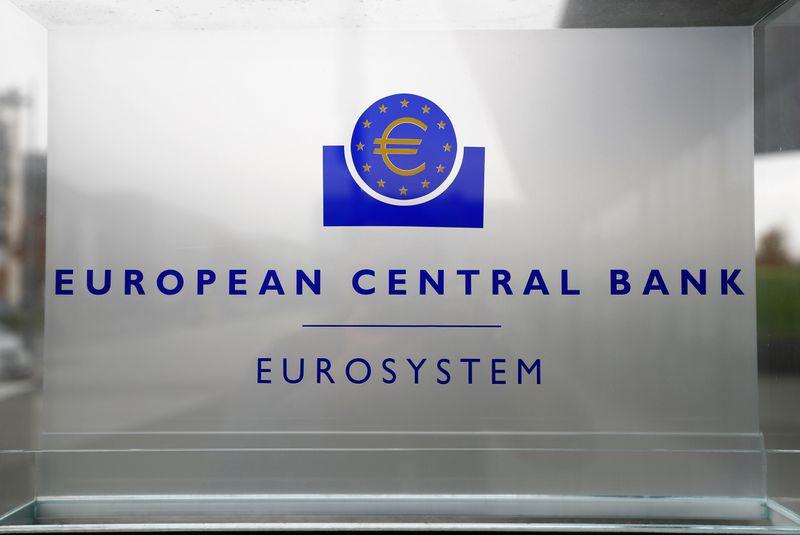 © Reuters. Il logo Bce presso la sede centrale a Francoforte
