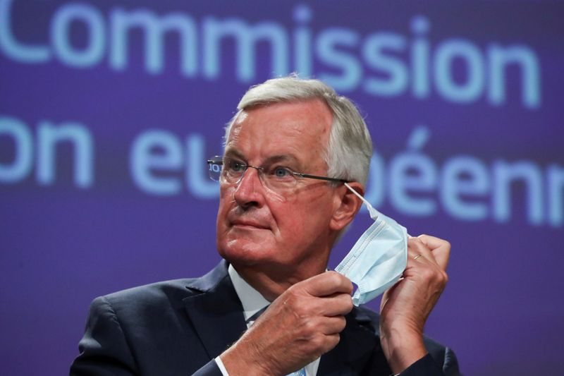 © Reuters. FILE PHOTO: EU's Brexit negotiator Michel Barnier holds a news conference in Brussels