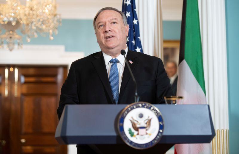 © Reuters. U.S. Secretary of State Pompeo and Kuwaiti FM Al-Sabah meet in Washington