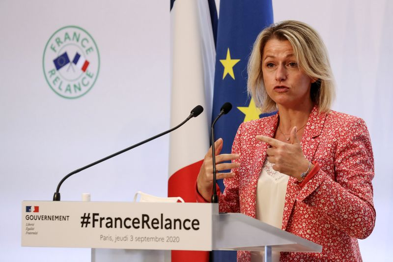 © Reuters. FILE PHOTO: French government presents crisis recovery plan for economy