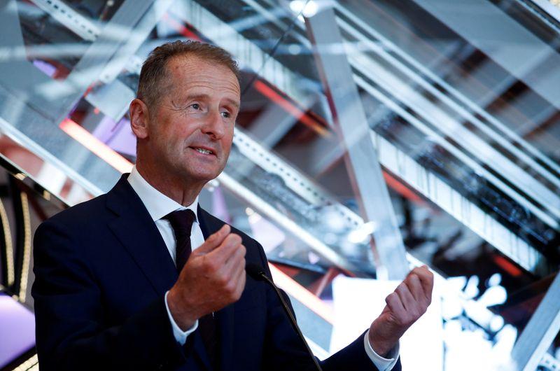 © Reuters. FILE PHOTO: Volkswagen Chief Executive Herbert Diess