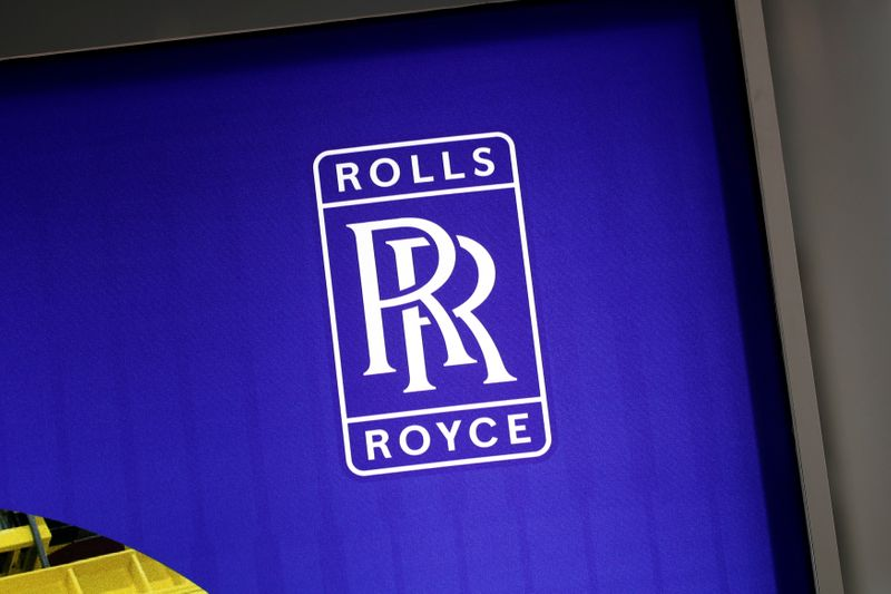© Reuters. FILE PHOTO: The logo of Rolls-Royce is pictured at the World Nuclear Exhibition (WNE), the trade fair event for the global nuclear community in Villepinte near Paris
